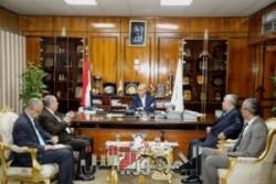 محافظ قنا يستقبل وفد الهيئة العامة لمشروعات التعمير والتنمية الزراعية