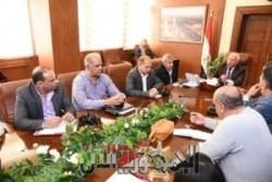 محافظ بورسعيد يعقد اجتماع موسع مع رؤساء الأحياء