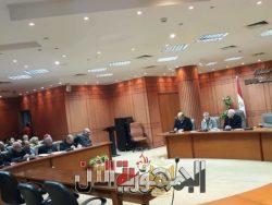 محافظ بورسعيد يعقد اجتماعًا مع رؤساء الأحياء لمتابعة ملفات النظافة وتحصيل المتاخرات .